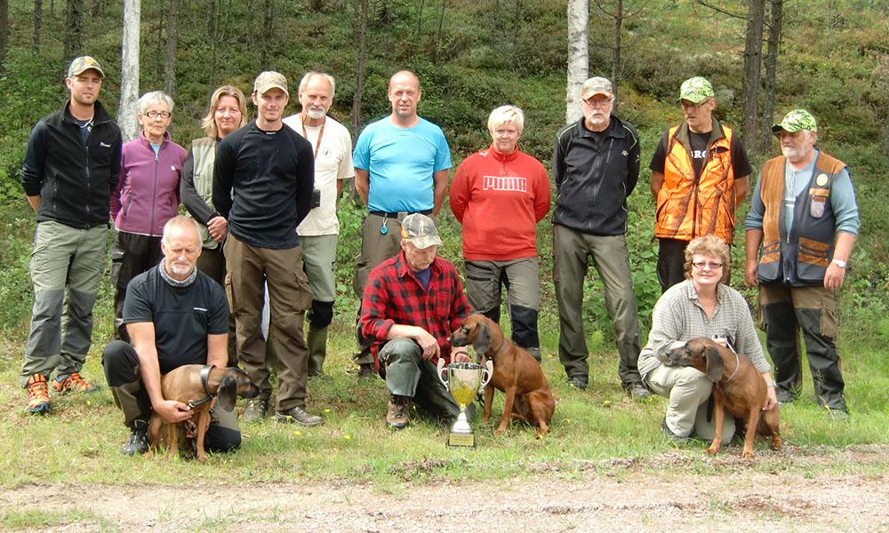Deltagarna i Värmlands länsmästerskap i eftersök. Foto: Lena Jansson